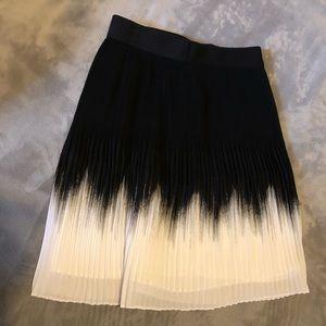 White House Black Market pleated skirt sz2